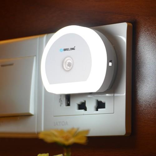 Φωτάκι νυχτός με αισθητήρα και 2 θύρες USB Brelong Creative Dual USB Charger / Night Light DC 5V 110 - 240V